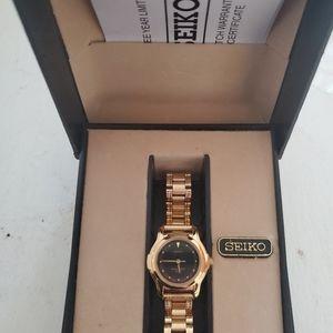 Seiko ladies watch, never worn V701-2j10